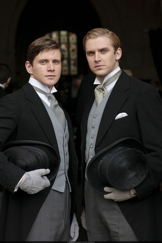 Downton Abbey 壁纸 containing a business suit entitled Mary and Matthew Crawley Wedding