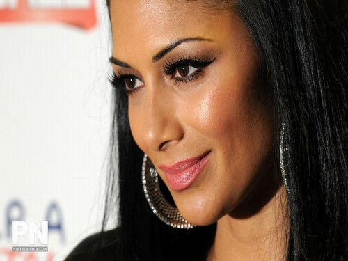 Nicole Scherzinger پیپر وال with a portrait entitled Nicole
