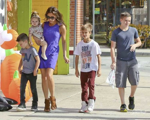 Oct. 6th - Santa Monica - Victoria and kids shopping for Holloween costumes