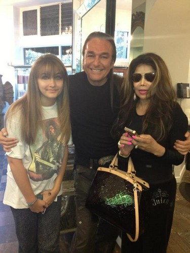 Paris Jackson wolpeyper probably containing a sign called Paris Jackson, Nick Chavez and Latoya Jackson at hairdresser ♥♥
