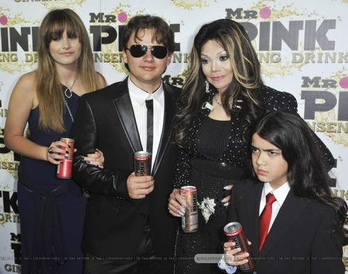 Paris Jackson, Prince Jackson, Latoya Jackson and Blanket Jackson at Mr 담홍색, 핑크 Drink Launch Party