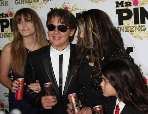 Paris Jackson, Prince Jackson, Latoya Jackson and Blanket Jackson at Mr गुलाबी Drink Launch Party