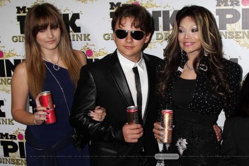 Paris Jackson, Prince Jackson and Latoya Jackson at Mr merah jambu Drink Launch Party ♥♥