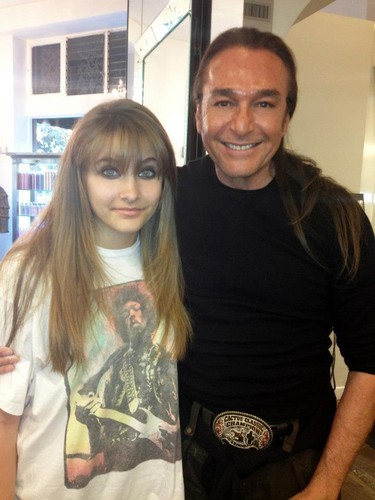 Paris Jackson and Nick Chavez at the hairdresser ♥♥
