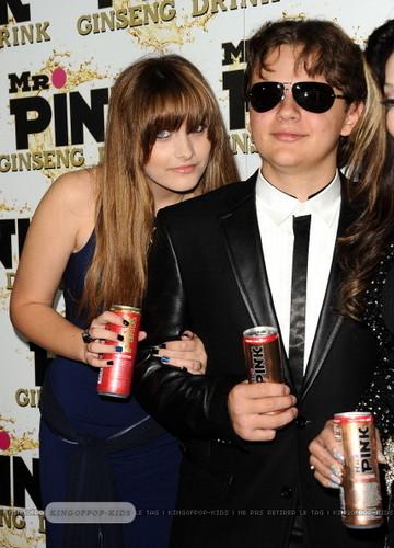 Paris Jackson and her brother Prince Jackson Blanket Jackson at Mr berwarna merah muda, merah muda Drink Launch Party ♥♥