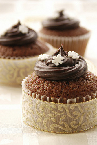 Cupcakes wallpaper possibly containing a cupcake, a frosted layer cake, and a chocolate mousse titled Pretty Cupcakes