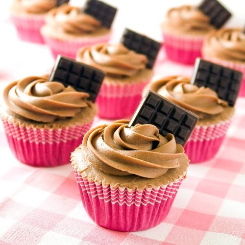Cupcakes wallpaper containing a cupcake, a frosted layer cake, and pancakes titled Pretty Cupcakes