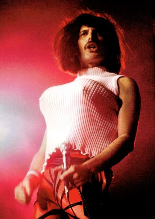 queen performing I Want To Break Free