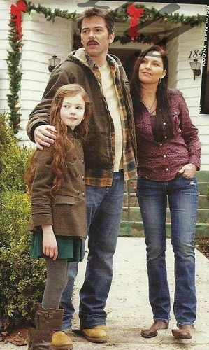 renesmee carlie cullen wallpaper with a boater called Renesmee, Charlie and Sue