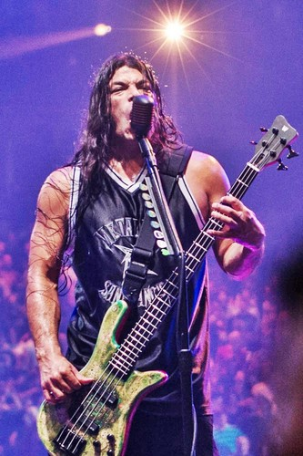 Robert Trujillo Photos Photos - Metallica In Concert - Zimbio
