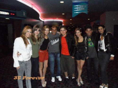 Thaina, Paris Jackson, Thaisa, ?, Prince Jackson, Thayana, Taj Jackson And ? at the cine