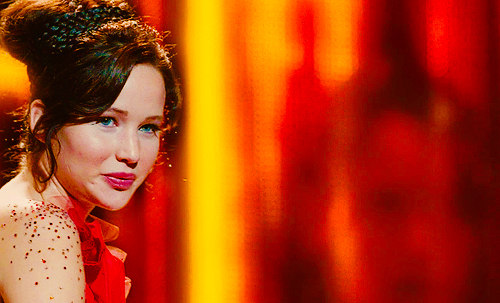 Katniss Everdeen achtergrond possibly with a concert and a portrait called katniss