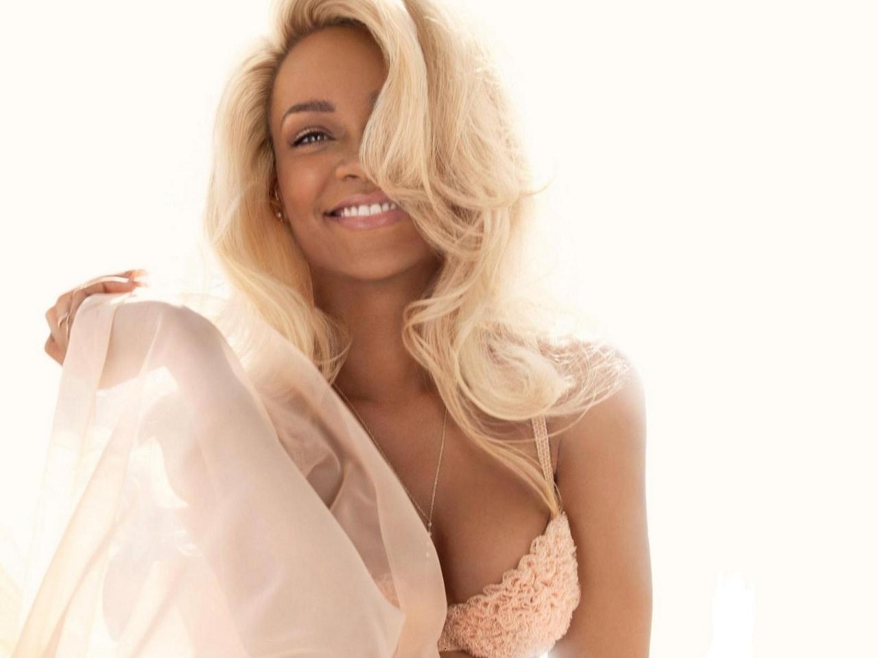 Rihanna Nude Fragrance Promo