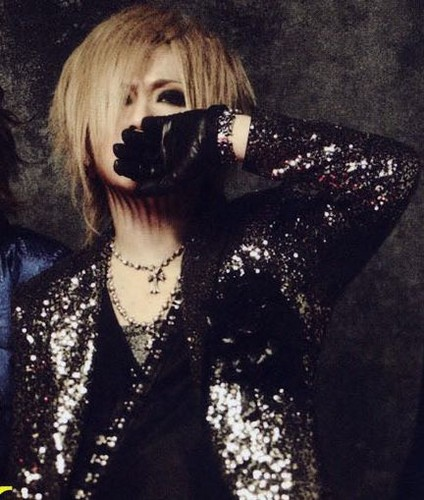 The Gazette achtergrond probably containing a well dressed person and a portrait entitled ruki
