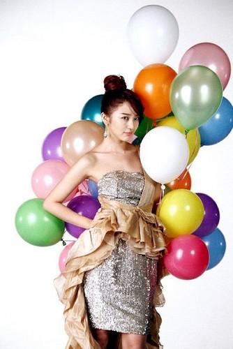 DARA 2NE1 Hintergrund with a meteorological balloon entitled yoon eun hye lady schloss
