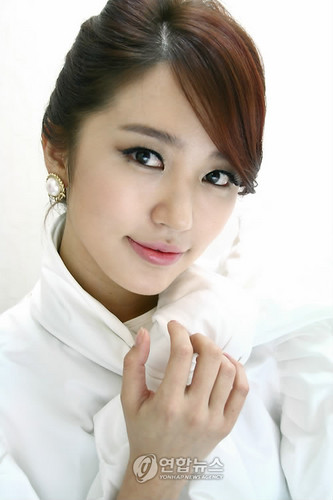 DARA 2NE1 Hintergrund containing a portrait called yoon eun hye lady schloss