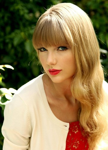 taylor cepat, swift wallpaper probably with a portrait titled ~Taylor~