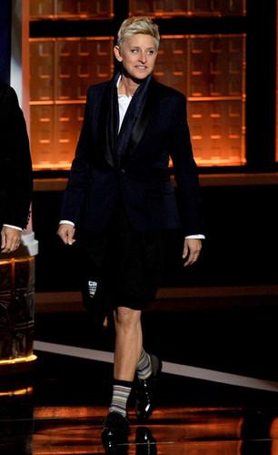 64th Annual Primetime Emmy Awards - ipakita
