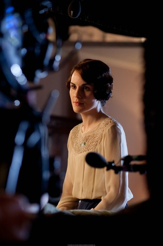 Downton Abbey Hintergrund with a konzert entitled BTS 3x05