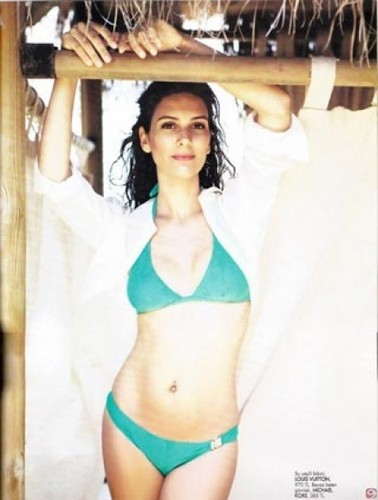 Berguzar Korel in bikini