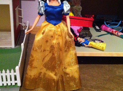 Better view of my Storybook Snow White Doll + fullview of her dress only