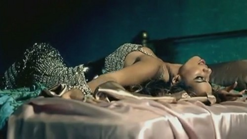 Bleeding amor [Music Video]