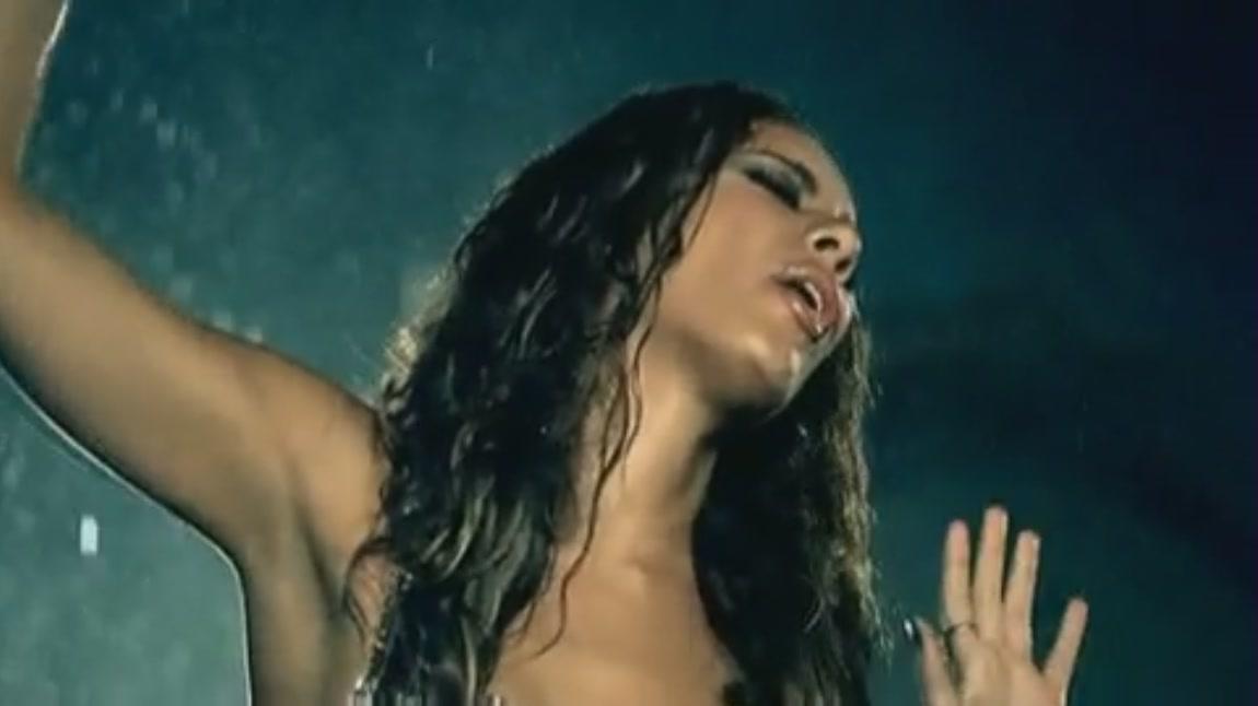 Bleeding Love [Music Video]