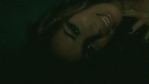 Bleeding 爱情 [Music Video]