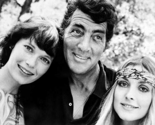 Dean Martin wallpaper with a portrait called Dean Martin with Mia Farrow & Sharon Tate
