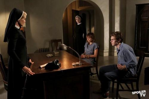 Episode 2.04 - I Am Anne Frank, Pt. 1 - Promo चित्रो