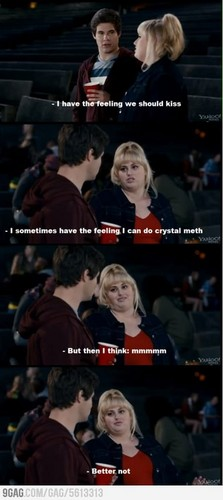 Pitch Perfect karatasi la kupamba ukuta titled Fat Amy