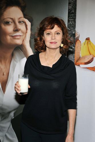 Got Milk? Pour One 더 많이 campaign launch 2011
