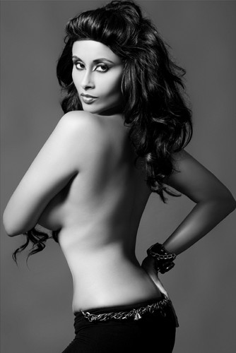 Hot Aiysha Saagar Topless 写真