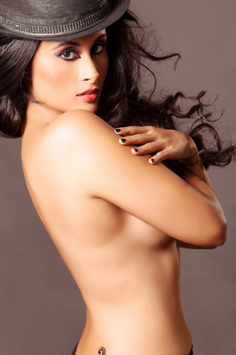Hot Aiysha Saagar Topless photos