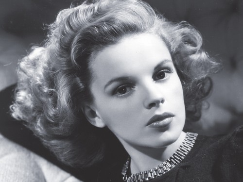 Filem Klasik kertas dinding probably containing a portrait entitled Judy Garland