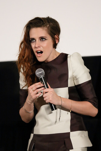 Kristen Promotes 'The Twilight Saga: Breaking Dawn Part 2' in Giappone - fan Event {24/10/12}.
