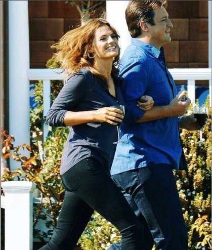 Nathan Fillion & Stana Katic karatasi la kupamba ukuta probably with a sign, a pantleg, and a hip boot called Nathan Fillion & Stana Katic