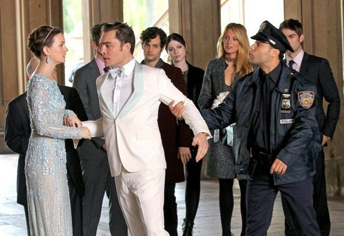 Ed Westwick wallpaper titled Set Photo - season 6 Gossip Girl