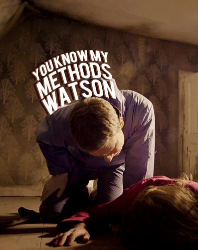 Sherlock in der BBC Hintergrund with a sign titled Sherlock
