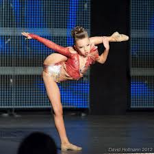 Sophia Lucia Performing 'Pulse'