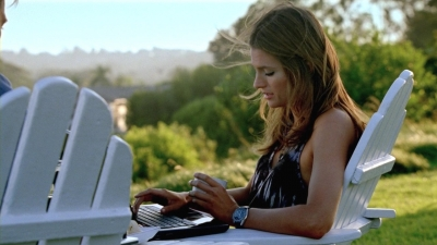 Stana Katic karatasi la kupamba ukuta containing a laptop called Stana in Castle's 5x04