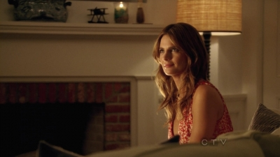 Stana Katic fond d'écran containing a living room, a family room, and a morning room called Stana in Castle's 5x04