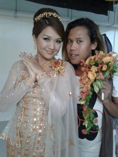 Thet Mon Myint Обои possibly with a bridesmaid called TMM traditional wedding dress CF