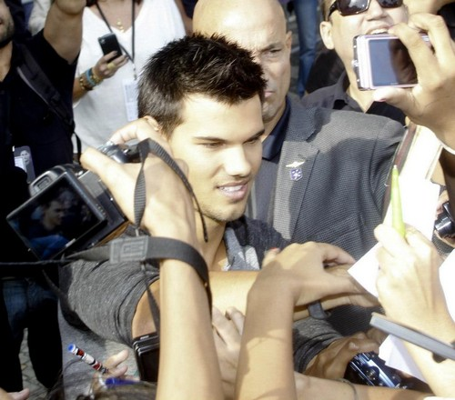 Taylor Lautner with Brazil fans promoting BDp2