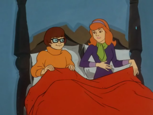 Velma and Daphne in bett