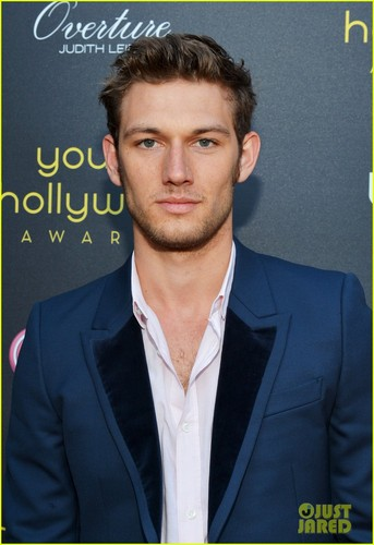 Alex Pettyfer fond d'écran with a business suit and a suit titled petty