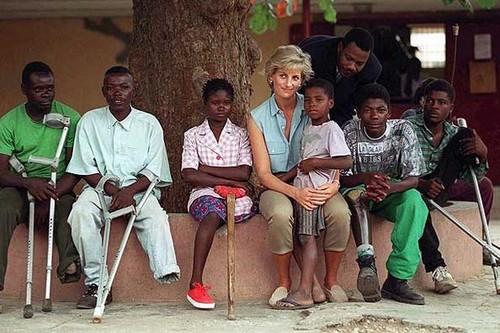 Công nương Diana hình nền called princess diana angola landmine