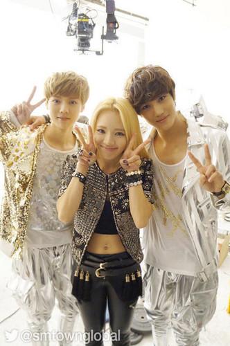 ♥Hyoyeon with EXO's Luhan & Kai♥