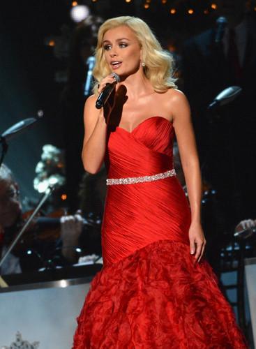 2012 CMA Country Krismas