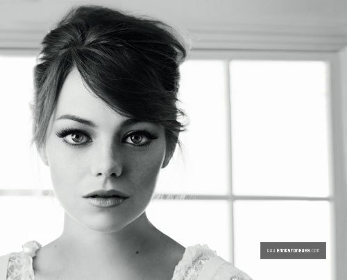 Emma Stone karatasi la kupamba ukuta containing a portrait titled 2012 Revlon Spring/Summer Collection - Shoots